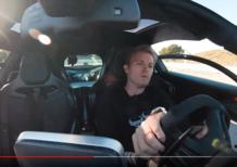 Nico Rosberg al volante della McLaren Senna [Video]