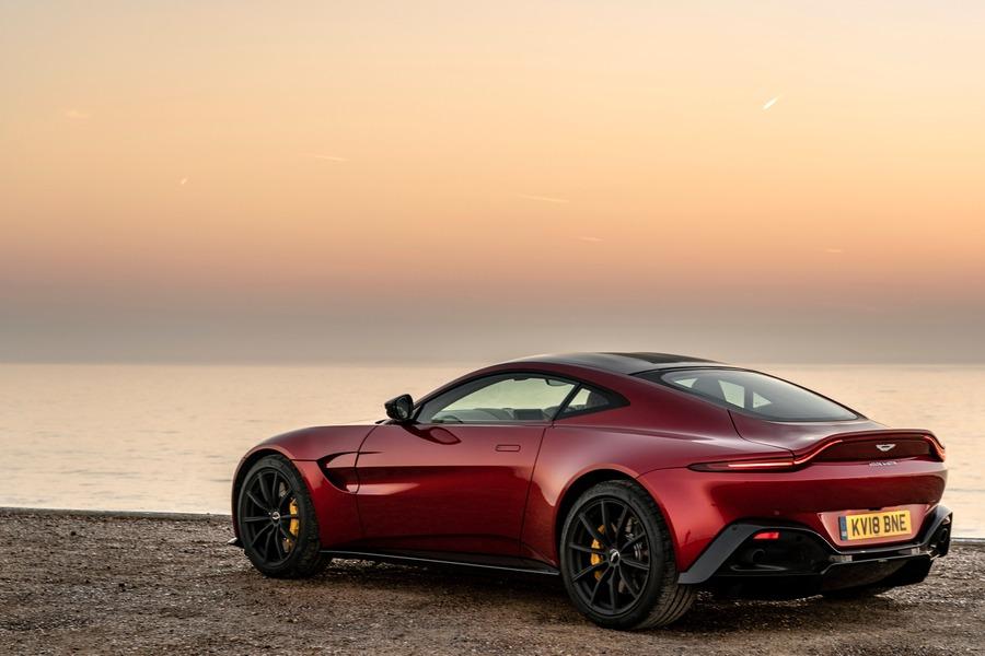 Aston Martin Vantage (4)