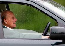 Care automobili addio: il principe Filippo rinuncia alla sua patente