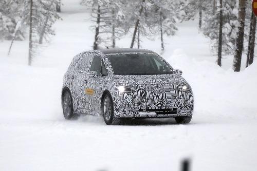 Volkswagen I.D. Neo, le foto spia dell'elettrica sulla neve (4)