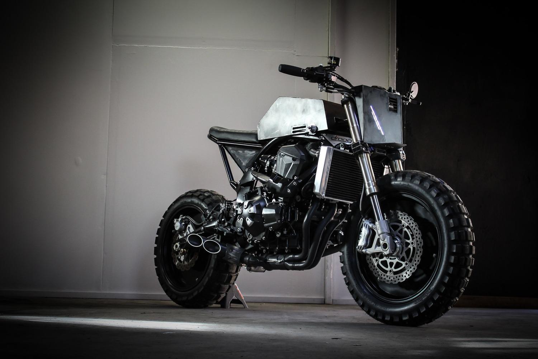 Kawasaki Z1000: una scrambler insolita e tagliente