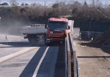Barriera salvamotociclisti: il crash test [VIDEO]