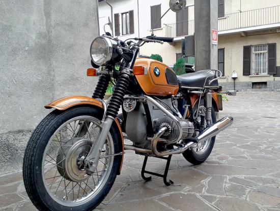 Con la serie /5 per le BMW bicilindriche è iniziata una nuova era. Tanto il motore quanto la ciclistica erano di progettazione completamente nuova e decisamente moderna e non avevano nulla in comune con i modelli precedenti (a parte l'architettura a cilindri contrapposti)