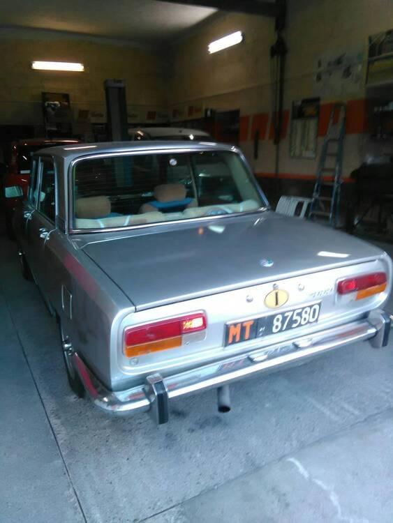 2000 berlina d'epoca del 1972 a Irsina (4)