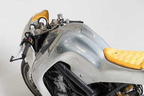Triumph Speed Triple: una creazione bizzarra di Metalbike Garage (4)