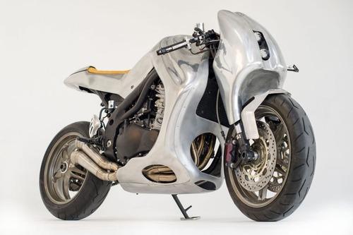Triumph Speed Triple: una creazione bizzarra di Metalbike Garage