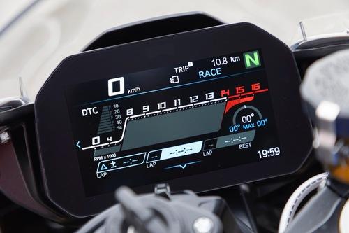 Una delle modalità Core 1/2 sul display della BMW S1000RR 2019