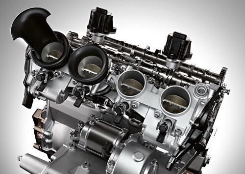 Il motore della BMW S1000RR: si nota l'aspirazione con i cornetti ad altezza variabile