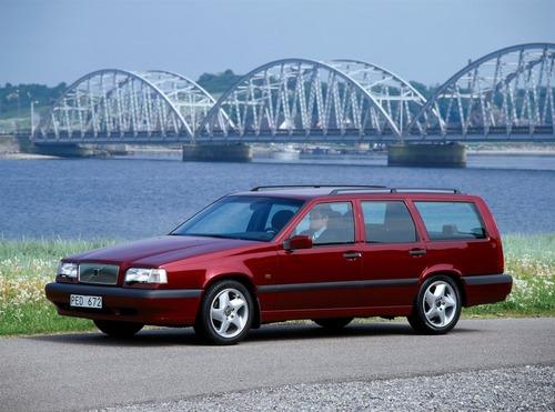 Volvo e la parabola della velocità: dalla 850 T5 SW al limite di 180 km/h