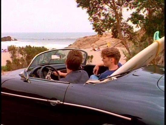 Luke Perry in scena a bordo della replica della 356 Speedster