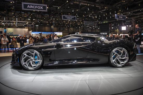 Vista laterale della Bugatti La Voiture Noire
