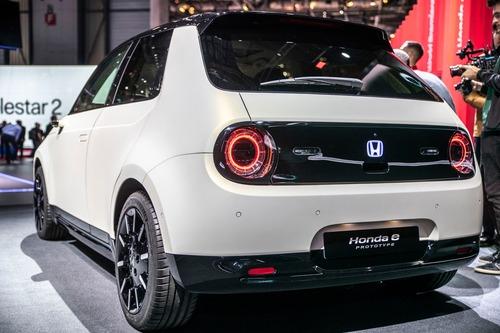 Honda e-Prototype: il modello elettrico di serie a Ginevra 2019 (4)