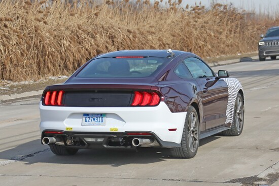 La parte posteriore della ford Mustang Hybrid