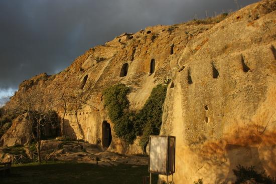 Le Grotte della Gurfa: forse è qui la tomba di Minosse?