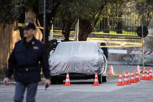 Xi Jinping in Italia, la mega-limousine del presidente della Cina: Hongqi N501 (3)