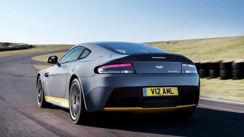Aston Martin V12 Vantage S 2017: finalmente il manuale! (5)