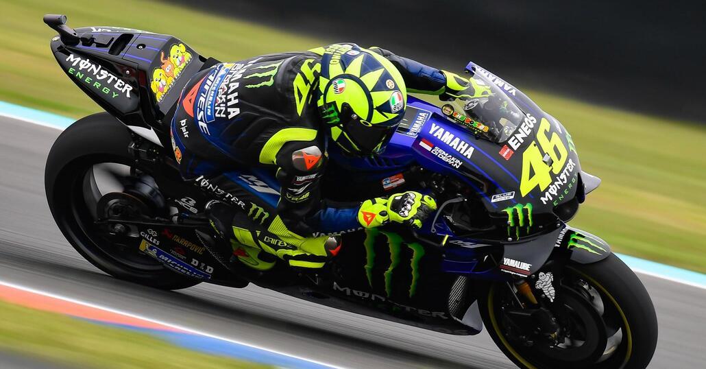 MotoGP, Marquez e la stretta di mano con Rossi: