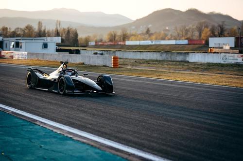 Formula E: Mercedes, debutto in pista con la monoposto per il 2019/2020 (4)