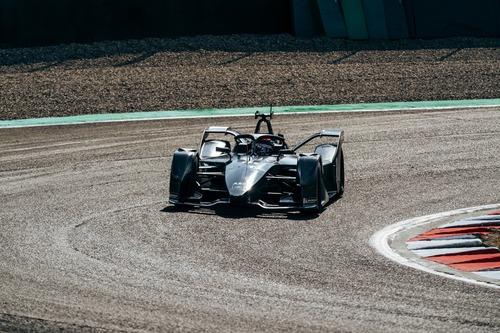 Formula E: Mercedes, debutto in pista con la monoposto per il 2019/2020 (6)