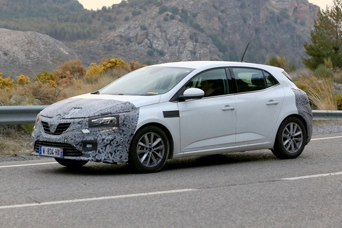 Renault Megane restyling, le foto spia (5)