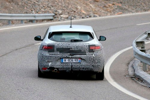 Renault Megane restyling, le foto spia (9)