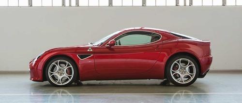 FCA vende due Alfa Romeo 8C Competizione e Spider