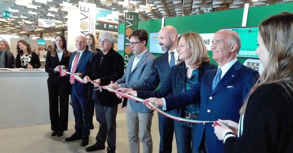 Il taglio del nastro di Expomove 2019 da parte del sindaco di Firenze, Dario Nardella