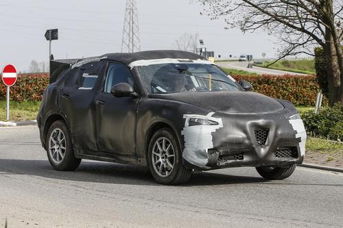 Alfa Romeo Stelvio: ecco il SUV con carrozzeria definitiva (3)