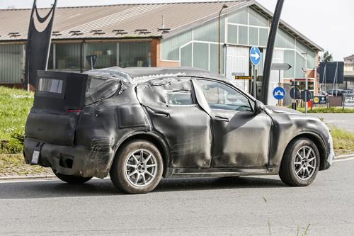 Alfa Romeo Stelvio: ecco il SUV con carrozzeria definitiva (8)