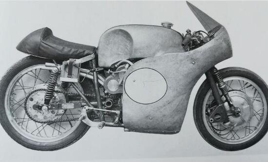 La moto in configurazione TT di Man del 1957