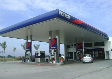 Aumenta il costo di carburanti e trasporti: in salita il prezzo di benzina e diesel alla pompa