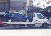 Targa inesistente, senza assicurazione: sequestrata l'auto della famiglia rom di Casal Bruciato