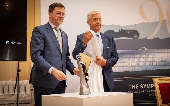Danilo Zucchetti e Ulrich Knieps svelano il trofeo made in BMW