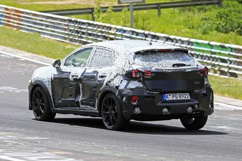 Ford Puma ST, le foto spia al Nürburgring (4)