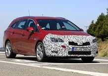 Opel Astra: restyling frontale per la station wagon [Foto spia]