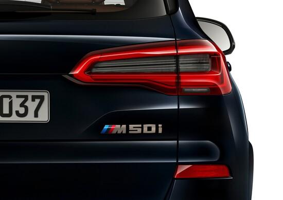 V8 da 530 CV per il nuovo SUV BMW X5 M50i