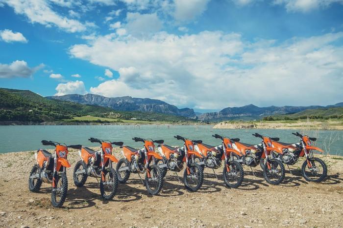 La gamma 2020 delle KTM E-XC schierata