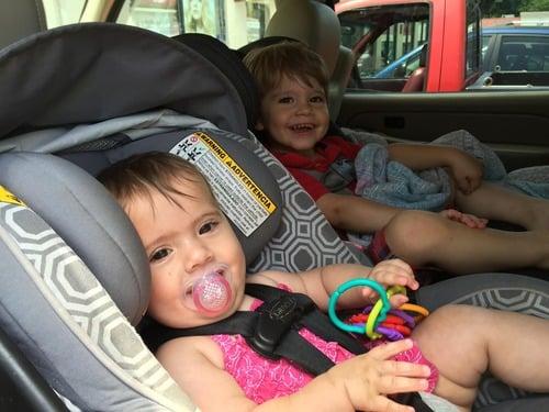 Sicurezza bambini in auto, Seduti davanti o dietro, il 30% dei piccoli soffre: ecco le regole (2)