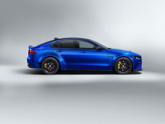 Il profilo della Jaguar XE SV Project 8 Touring