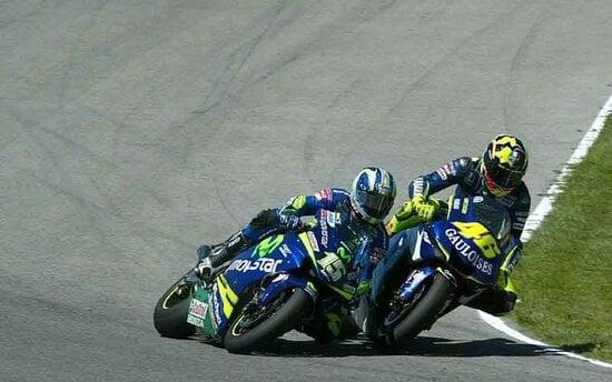 Rossi sorpassa Gibernau nel 2005 a Jerez
