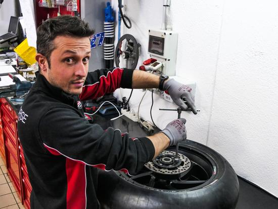 Gabriele al lavoro nel Reparto Corse Ducati MotoGp