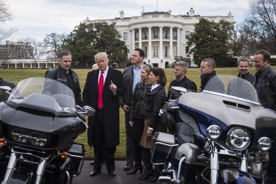 La dirigenza H-D, Levatich a sinistra, in visita alla Casa Bianca e al presidente Trump