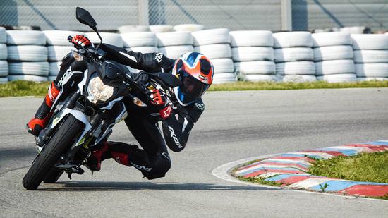 Tra i cordoli del kartodromo di Cremona con la Kawasaki Z125