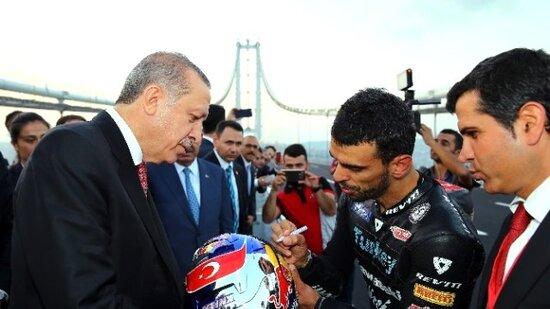 Erdogan e Sofuoglu all'inaugirazione, con record, del ponte Osman Gazi