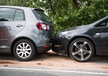 """Auto in sosta danneggiata e senza rimborso: la regola per qualcuno resta sempre """"tocca e fuggi"""""""