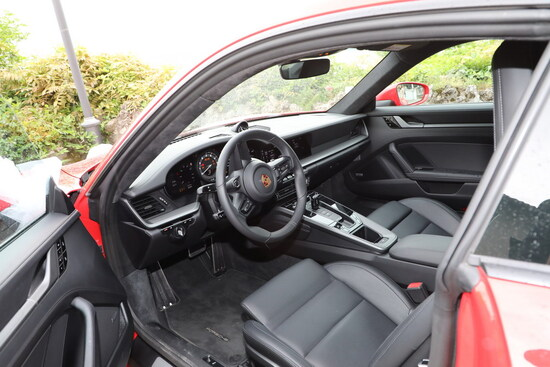 Gli interni della 911 (992) con selleria Plus in pelle