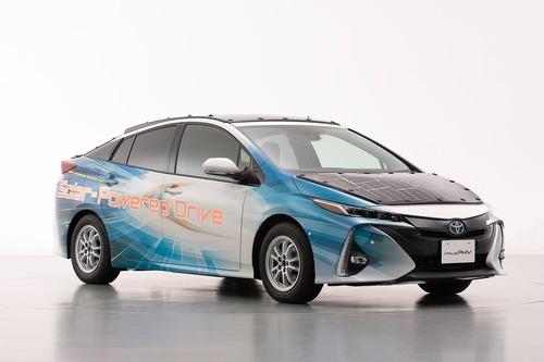 Toyota Prius PHEV, con i pannelli solari Sharp guadagna 44 km di autonomia (5)