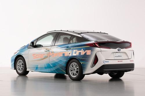 Toyota Prius PHEV, con i pannelli solari Sharp guadagna 44 km di autonomia (8)