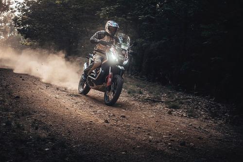 Zocchi (Honda X-ADV 750) ha vinto la Gibraltar Race (2)