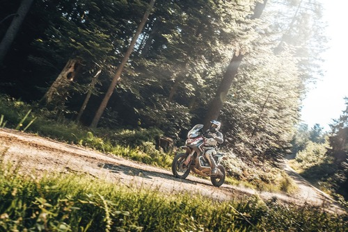 Zocchi (Honda X-ADV 750) ha vinto la Gibraltar Race (7)